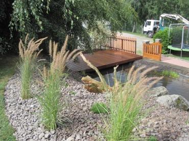Terrasse sur un bassin